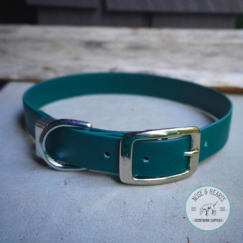 Hunter green, silver buckle with wide metal strap keeper